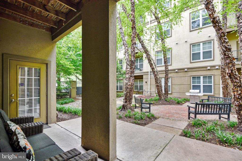 Courtyard View - 11800 OLD GEORGETOWN RD #1222, ROCKVILLE
