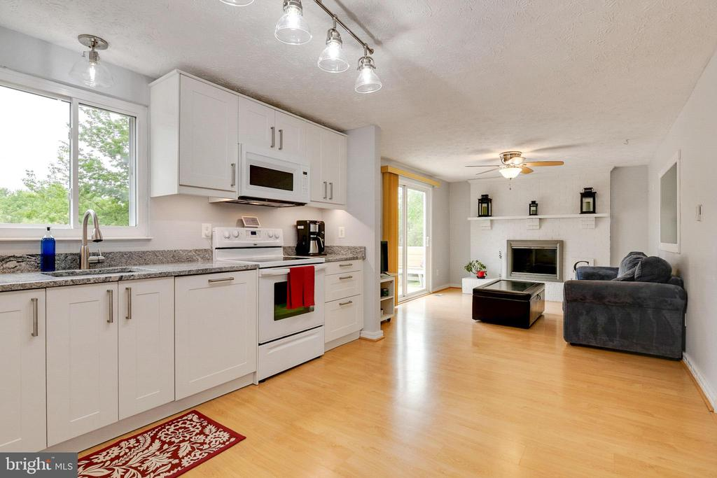 New renovated Kitchen - 404 BELLE GROVE RD, GAITHERSBURG