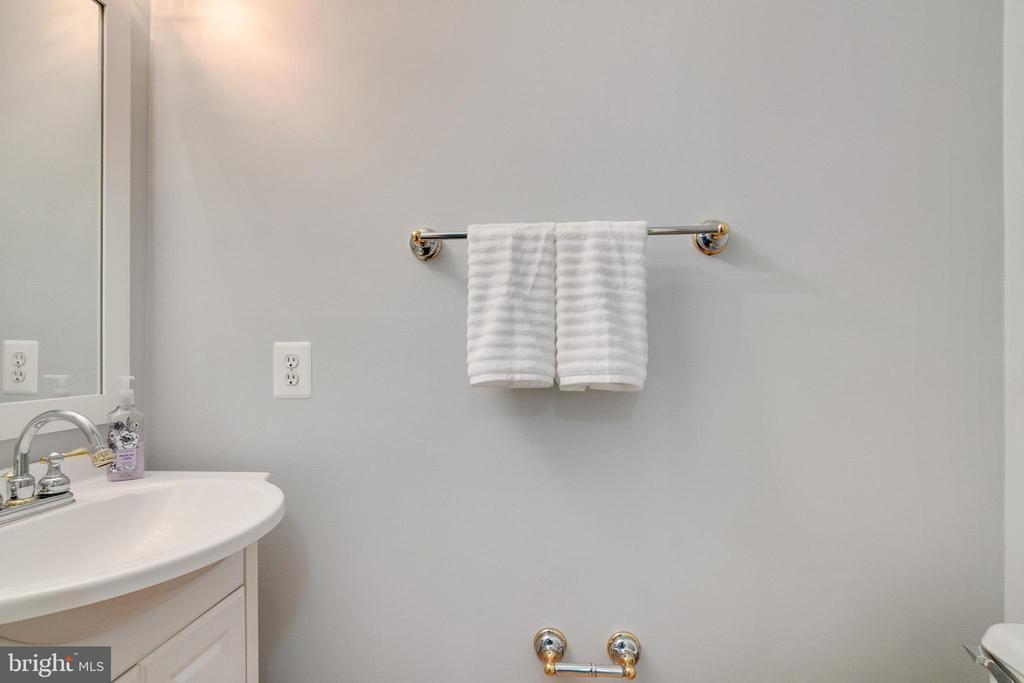 Master Bath - 404 BELLE GROVE RD, GAITHERSBURG