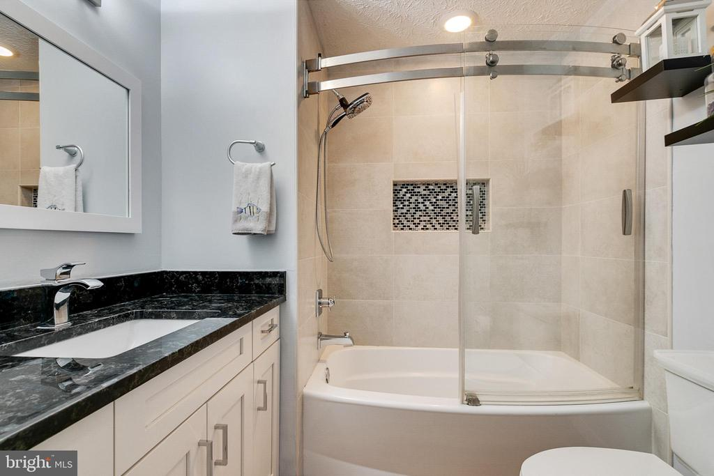 Hall Bath- Newly remodeled - 404 BELLE GROVE RD, GAITHERSBURG