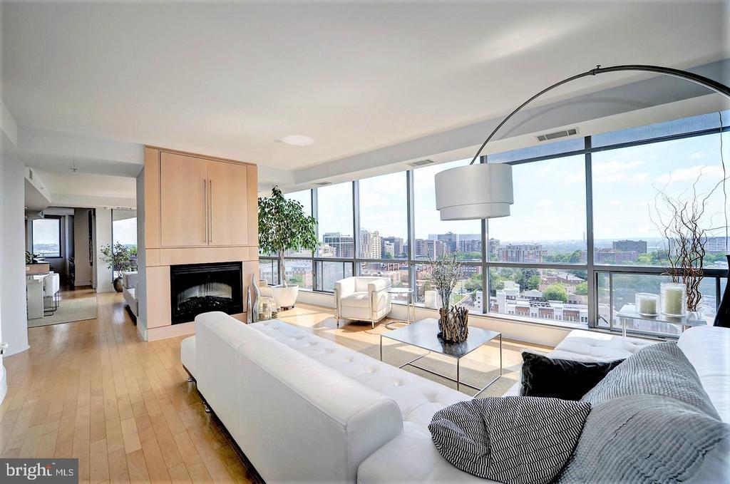 Floor-to-ceiling windows w/ panoramic views of DC. - 2001 15TH ST N #1004, ARLINGTON