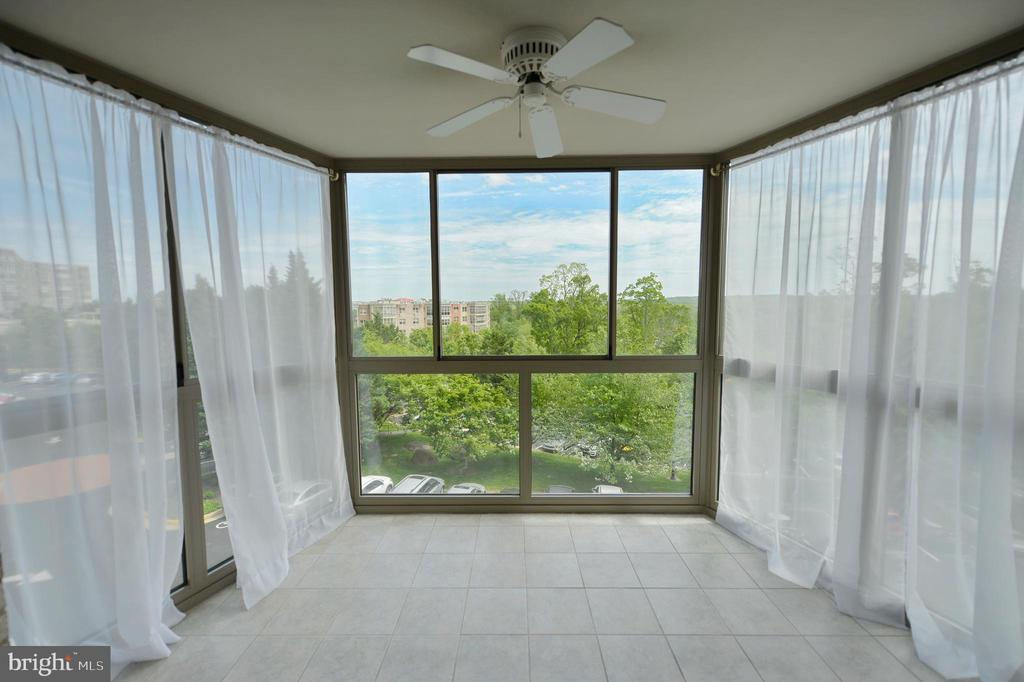ENCLOSED BALCONY WITH VIEWS OF SUGARLOAF MOUNTAIN - 19385 CYPRESS RIDGE TER #307, LEESBURG