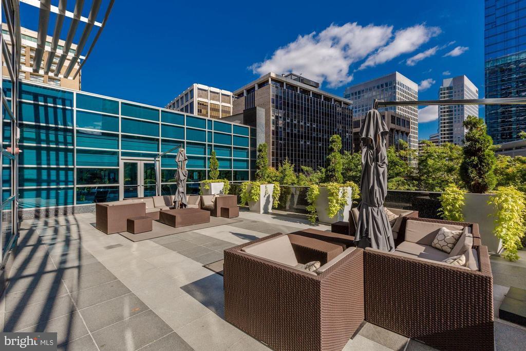 Outdoor Terrace - 1881 N NASH ST #804, ARLINGTON