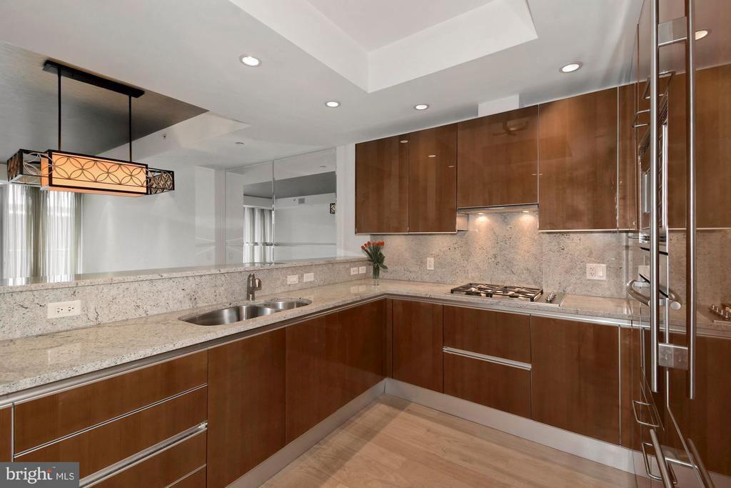 Gourmet Kitchen - 1881 N NASH ST #804, ARLINGTON