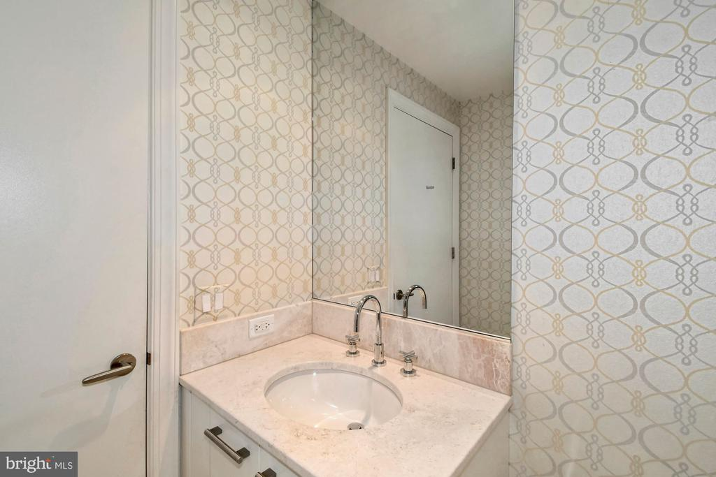 Guest Full Bath - 1881 N NASH ST #804, ARLINGTON