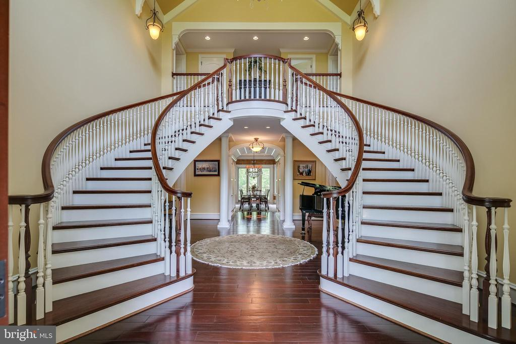 Grand entry staircase - 809 HOMESTEAD LN, CROWNSVILLE