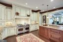 High end appliances and well-appointed Kitchen - 809 HOMESTEAD LN, CROWNSVILLE