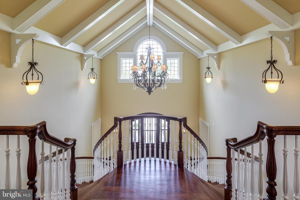 Spectacular 2 story entry foyer - 809 HOMESTEAD LN, CROWNSVILLE