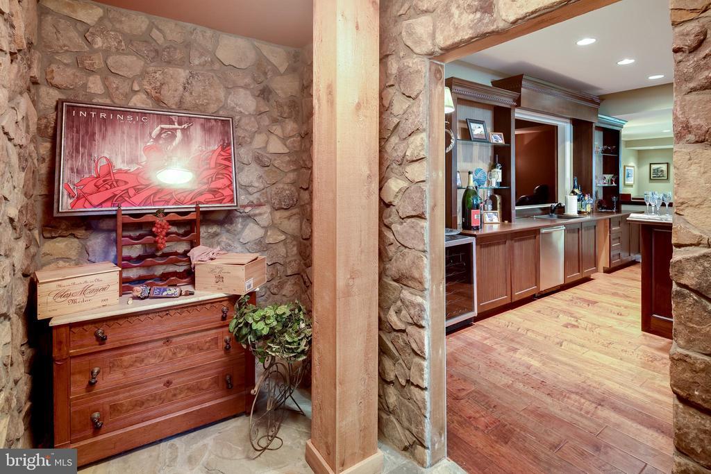 Wine tasting room - 809 HOMESTEAD LN, CROWNSVILLE