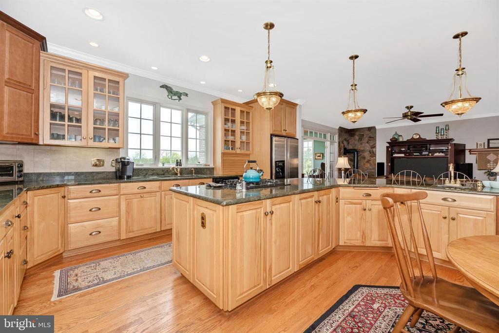 custom hickory cabinets - 6950 BURKITTSVILLE RD, MIDDLETOWN