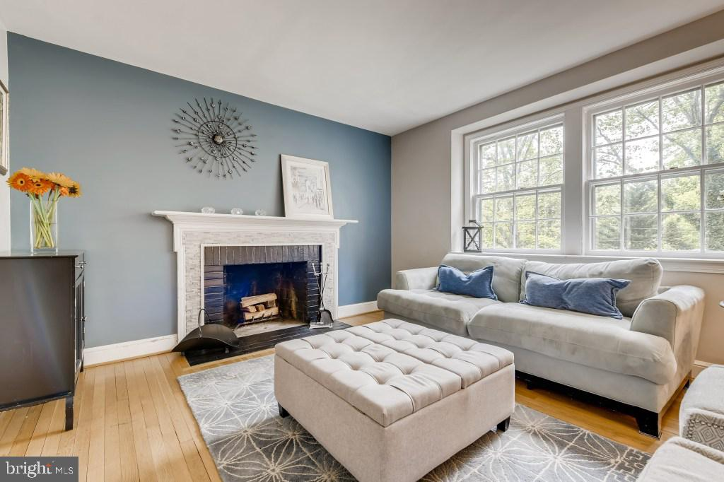 Living Room - 4501 AMHERST LN, BETHESDA