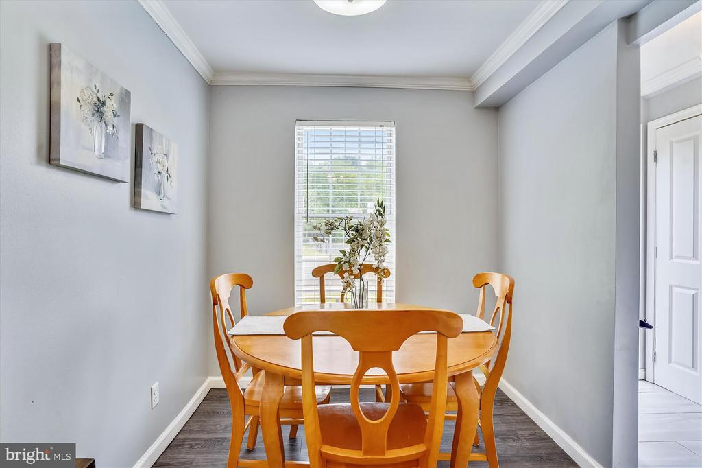 Your personal window seat dining - 16209 TACONIC CIR, DUMFRIES