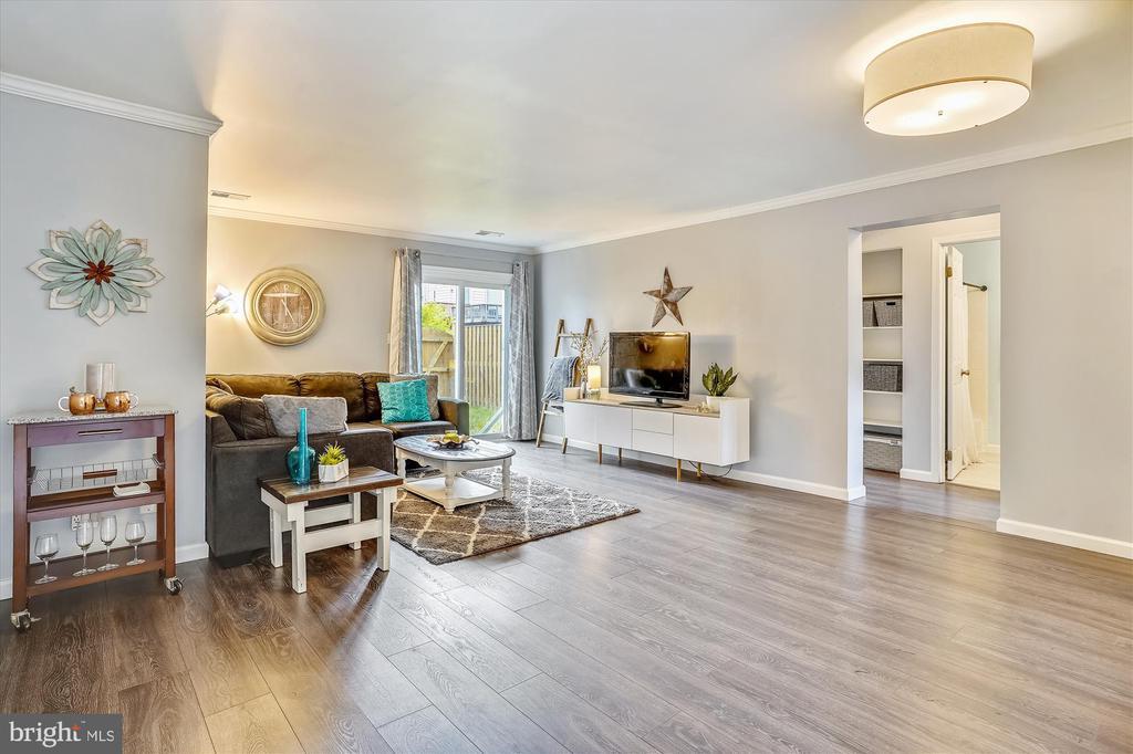Wide open living room with beautiful floors - 16209 TACONIC CIR, DUMFRIES