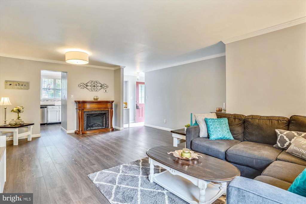 Cozy space with a fireplace that conveys - 16209 TACONIC CIR, DUMFRIES