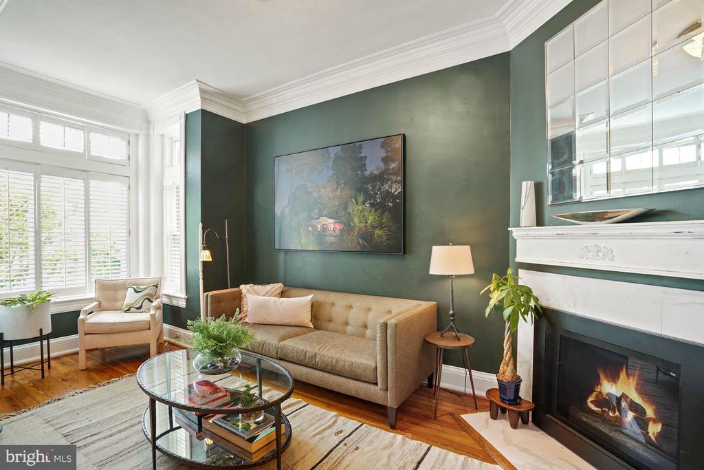 Main Level - Living Room with Fireplace - 524 1ST SE, WASHINGTON