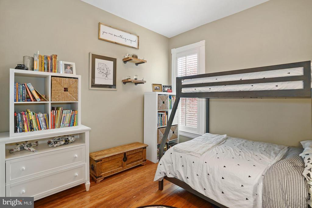 Upper Level - Bedroom One - 524 1ST SE, WASHINGTON