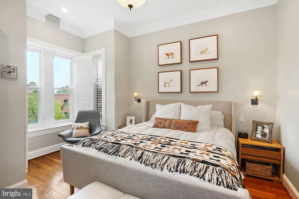 Upper Level - Master Bedroom - 524 1ST SE, WASHINGTON