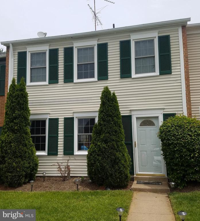 Front of House - 905 CHESHIRE CT, STERLING