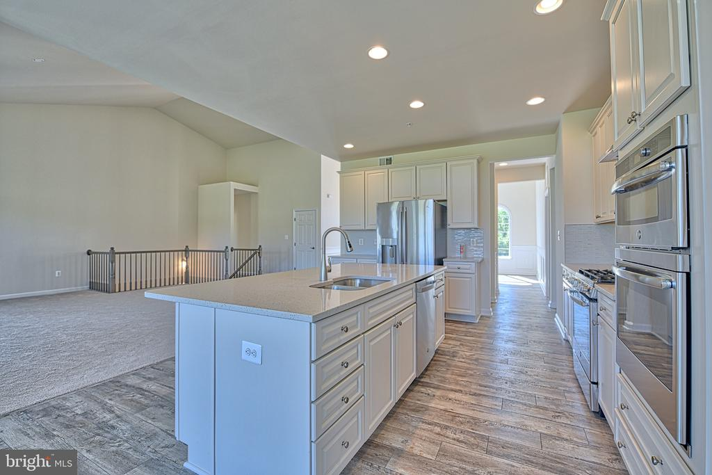 Gorgeous Well Appointed Kitchen - 11202 KING GALLAHAN CT, CLINTON