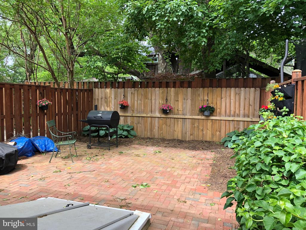 Large Brick Patio is great for entertaining - 8 S CHERRY GROVE AVE, ANNAPOLIS