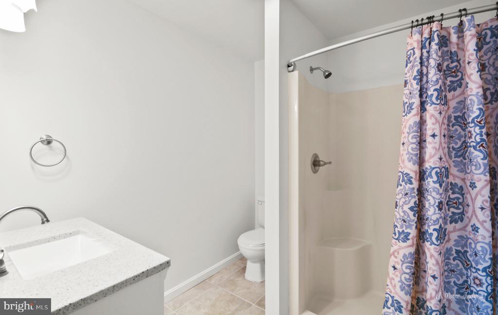 Walk in Shower - 103 S ADAMS ST, WOODSBORO