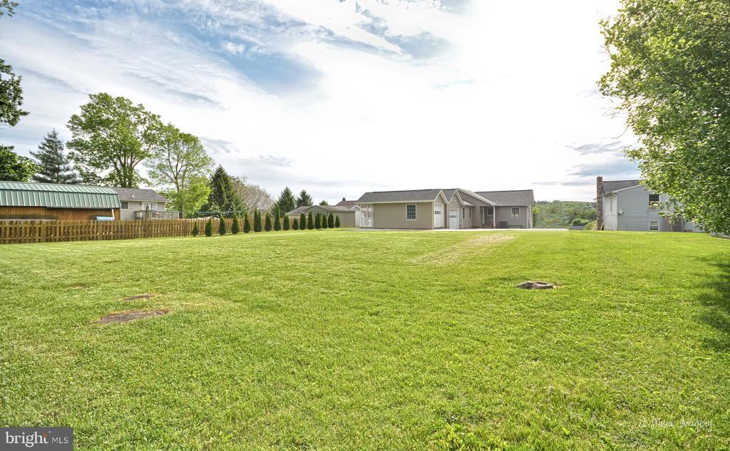 Large Flat backyard - 103 S ADAMS ST, WOODSBORO