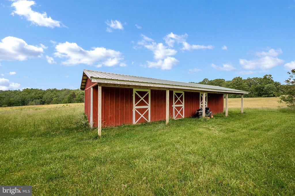 Run in barn on property - 16253 MARQUIS RD, ORANGE