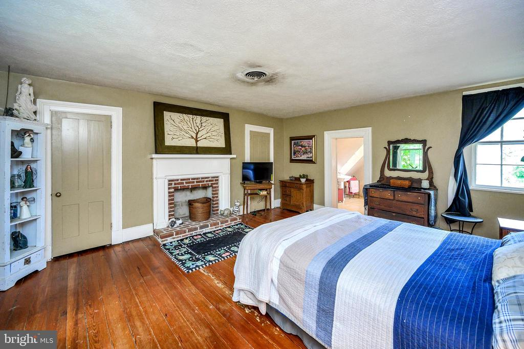 Master  Suite with fireplace - 16253 MARQUIS RD, ORANGE