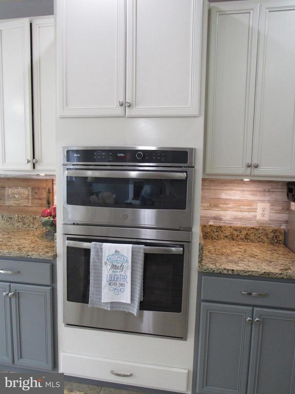 1st floor: recently updated double oven/microwave - 27 CAPE COD, MARTINSBURG