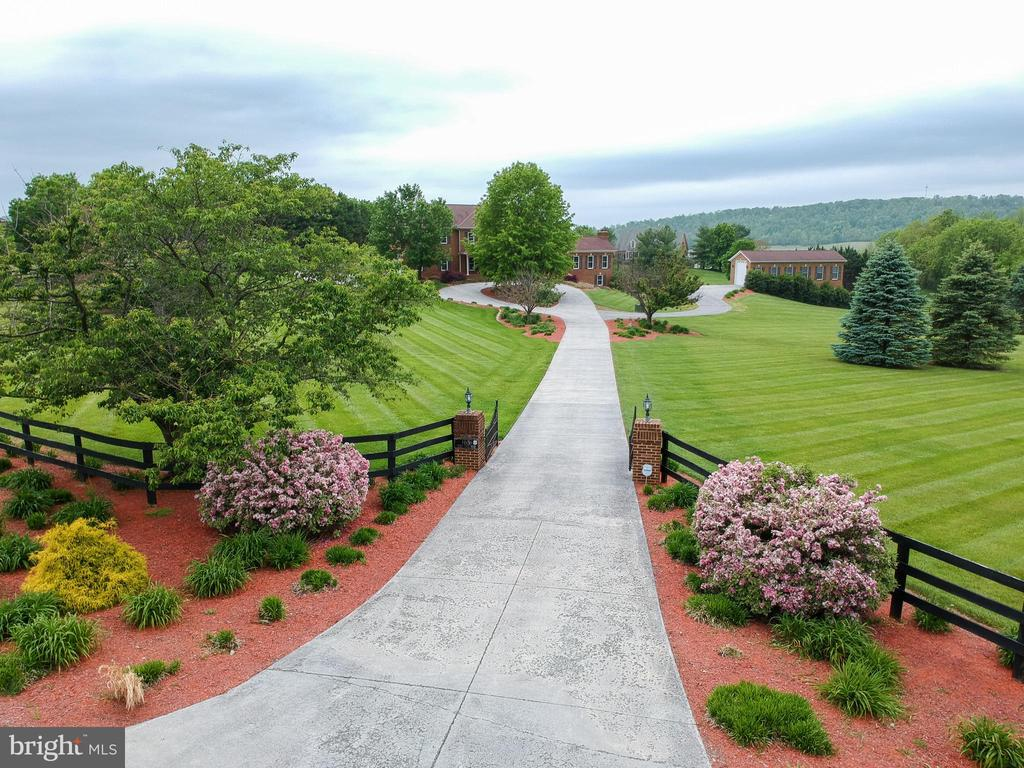 4 Bed/4.5 Bath on over 5 acres in Gold Hill - 165 UPPER RIDGE RD, WINCHESTER