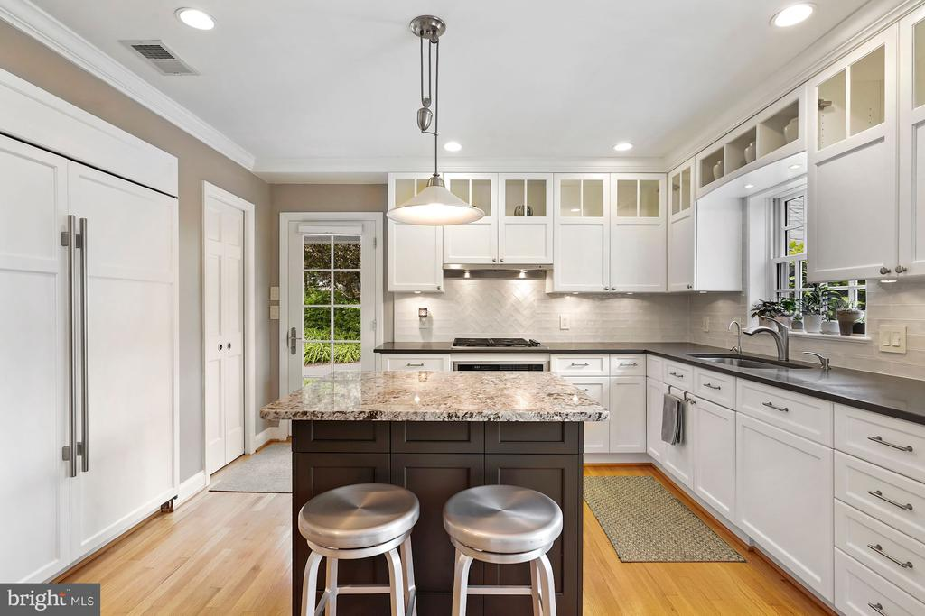 Gourmet Kitchen with Sub-Zero/Wolf - 5526 18TH ST N, ARLINGTON
