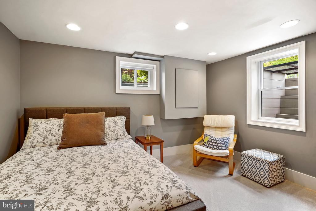 In-law Suite/Bedroom #5 - 5526 18TH ST N, ARLINGTON
