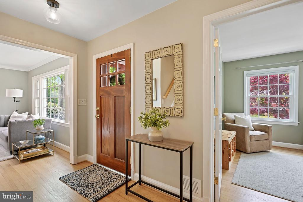 Entrance Foyer - 5526 18TH ST N, ARLINGTON
