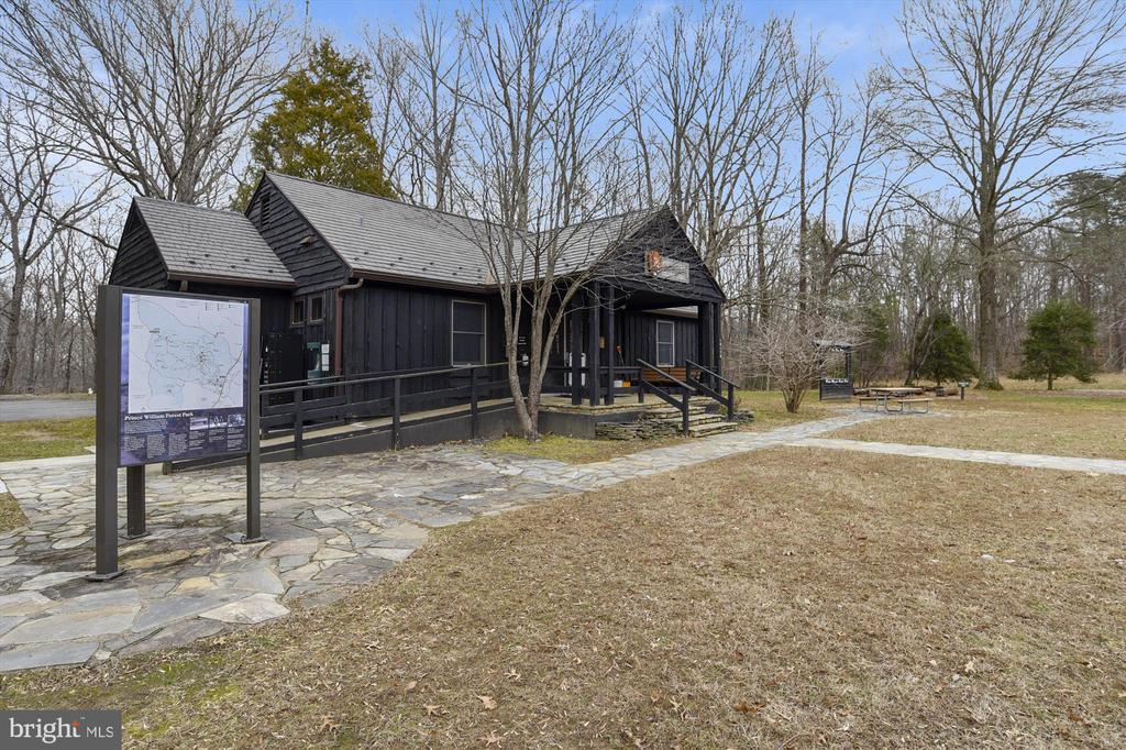 Located nearby Prince William Forest Park - 16209 TACONIC CIR, DUMFRIES