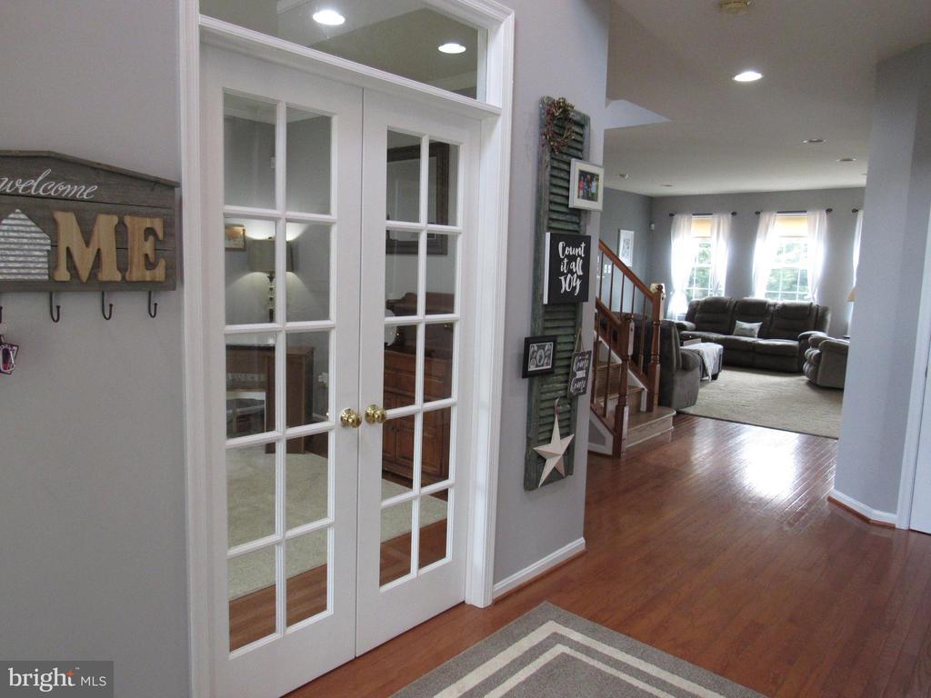 1st floor: large entry; hardwood floors - 27 CAPE COD, MARTINSBURG