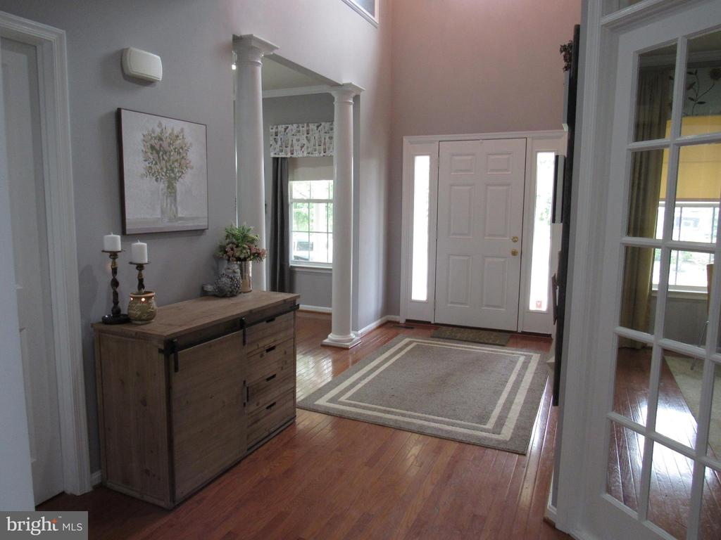 1st floor:  large entry - 27 CAPE COD, MARTINSBURG