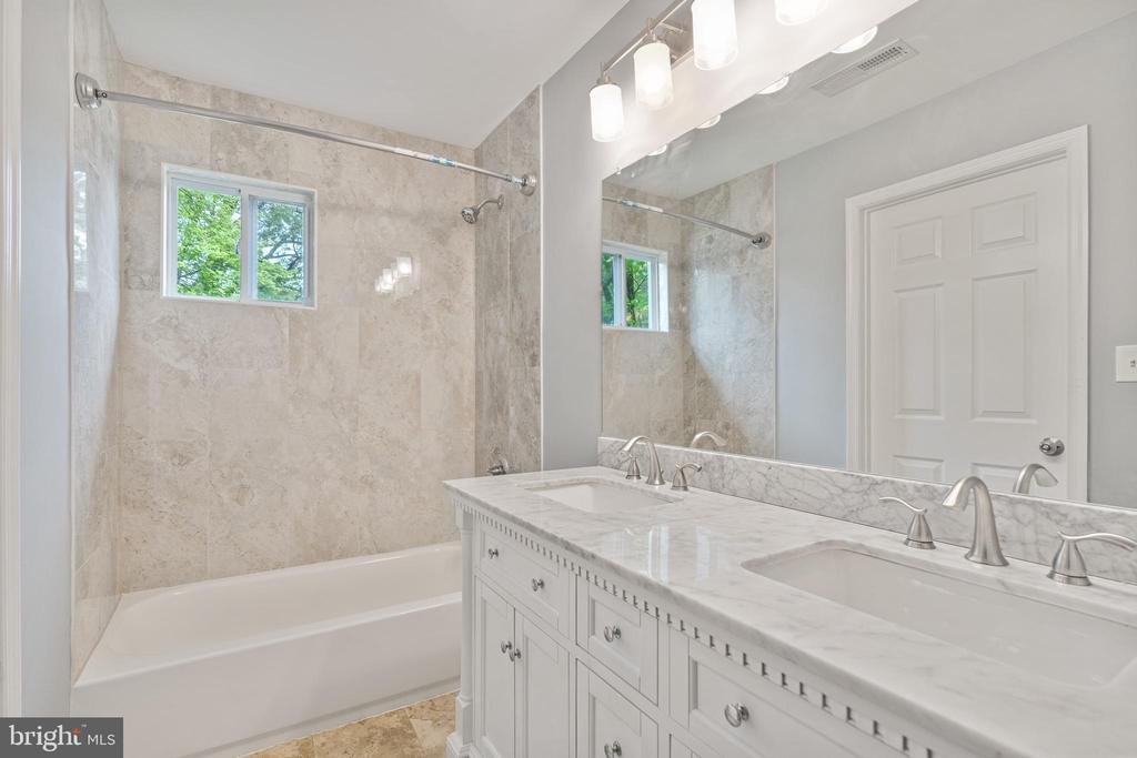 Master Bathroom 1 - 4503 ALLIES RD, MORNINGSIDE