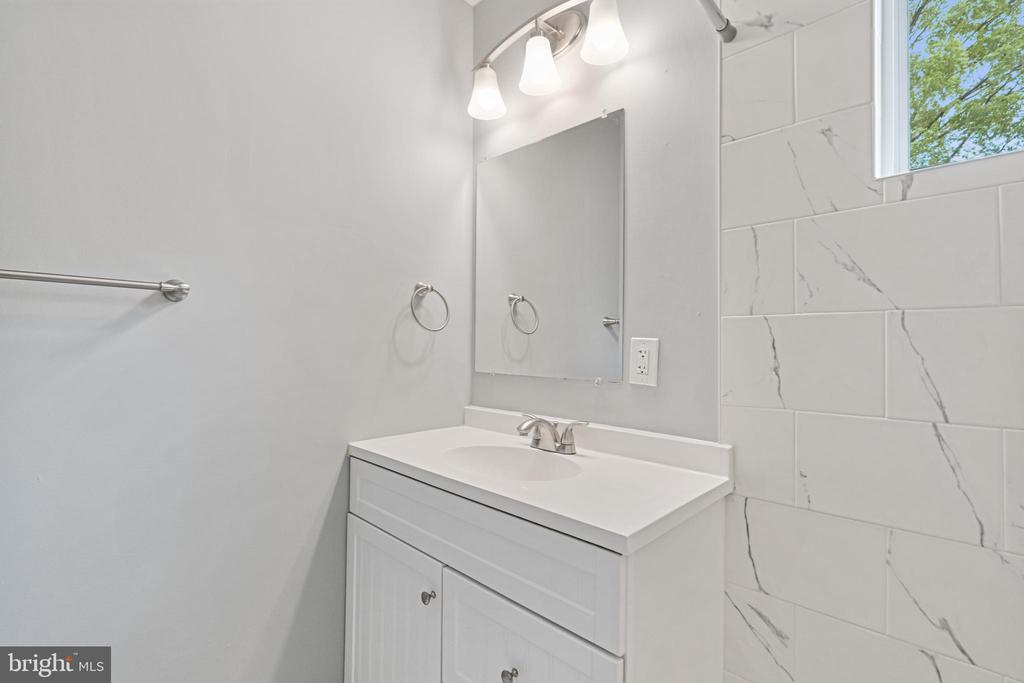Upstairs Bathroom 2 - 4503 ALLIES RD, MORNINGSIDE