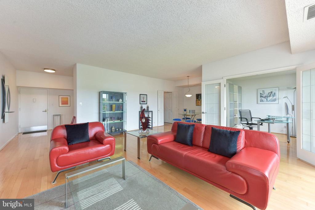 Ultra Contemporary Design with 9' Ceilings.... - 3800 POWELL LN #PH 30, FALLS CHURCH