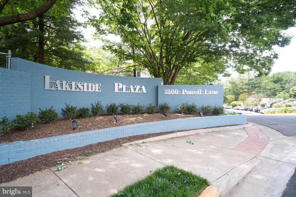 Welcome to Lakeside Plaza Condominiums! - 3800 POWELL LN #PH 30, FALLS CHURCH