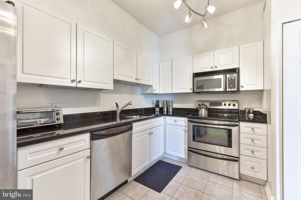 Gourmet Chefs Kitchen w Stainless Steel Appliances - 3800 POWELL LN #PH 30, FALLS CHURCH