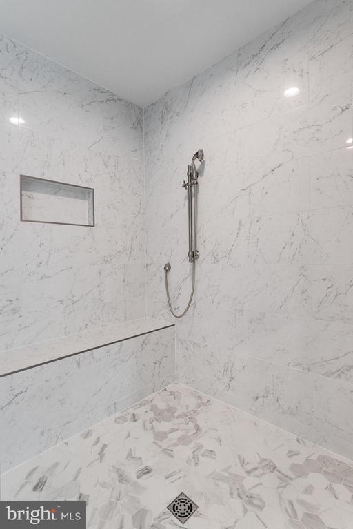 Master Bathroom - 223 BATTLE ST SW, VIENNA