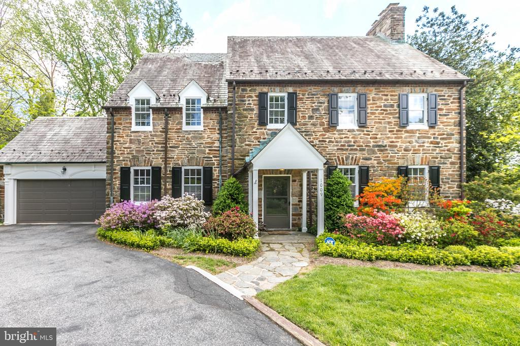 HANDSOME STONE HOUSE W/ATTACHED GARAGE - 1009 WINDING WAY, BALTIMORE