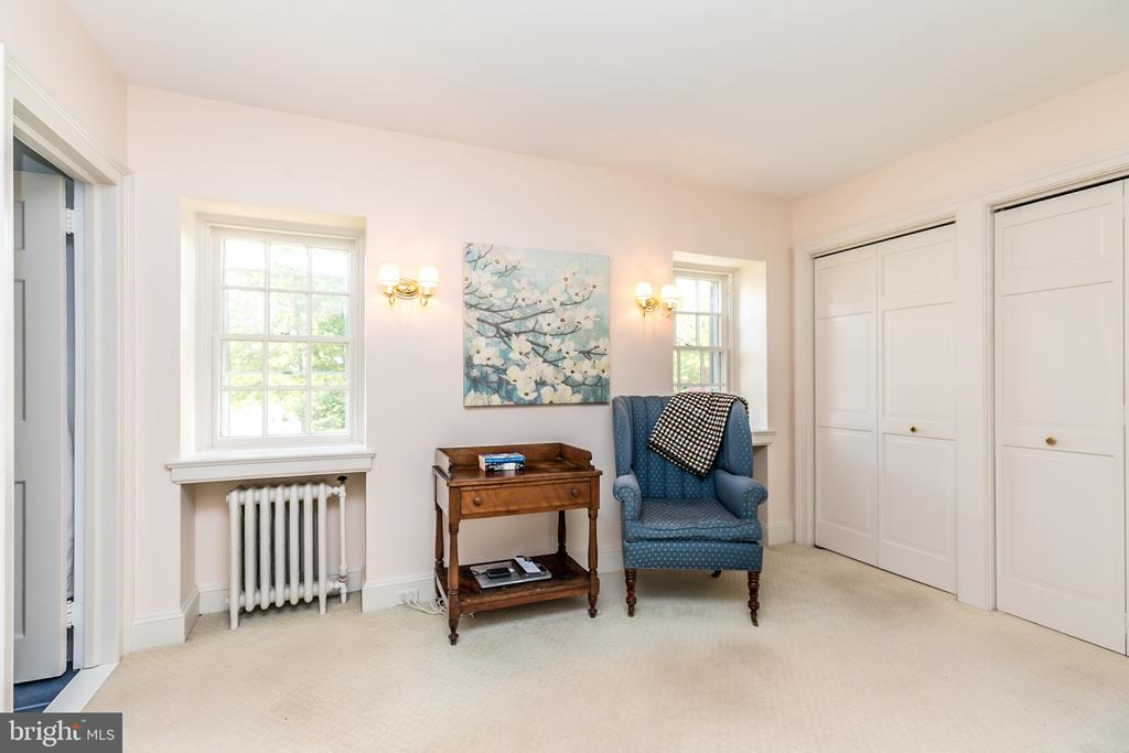 VIOLA -DRESSING RM W/ 2 DOUBLE & 2 SINGLE CLOSETS - 1009 WINDING WAY, BALTIMORE