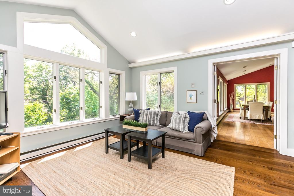 FAMILY RM  W/ CATHEDRAL CEILING OPENS TO DINING RM - 1009 WINDING WAY, BALTIMORE