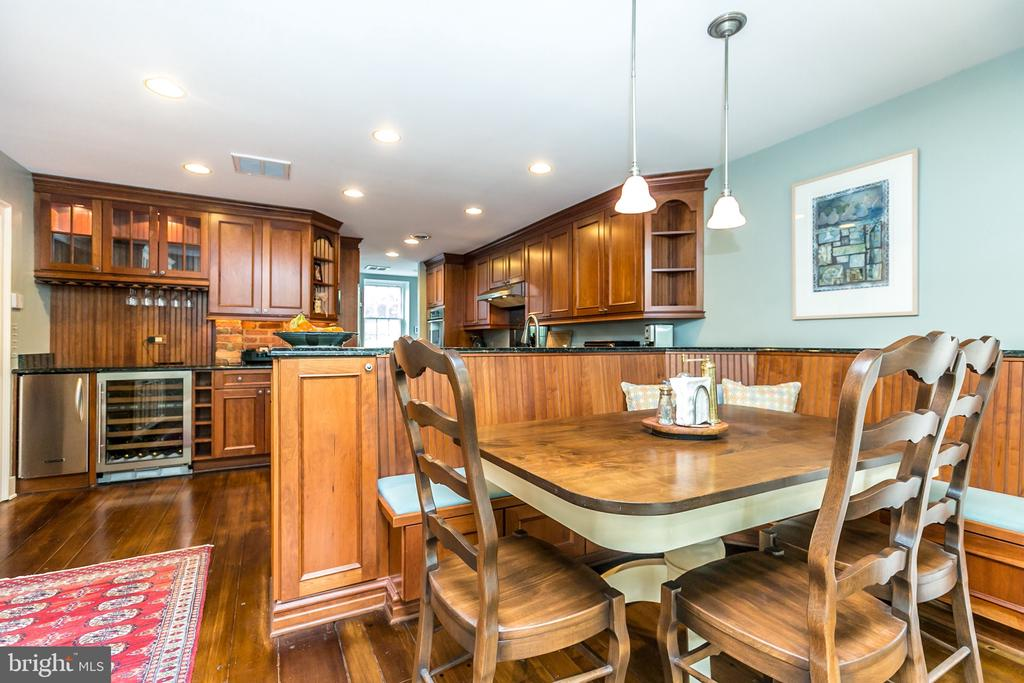LARGE BREAKFAST TABLE W/ BANQUET W/STORAGE - 1009 WINDING WAY, BALTIMORE