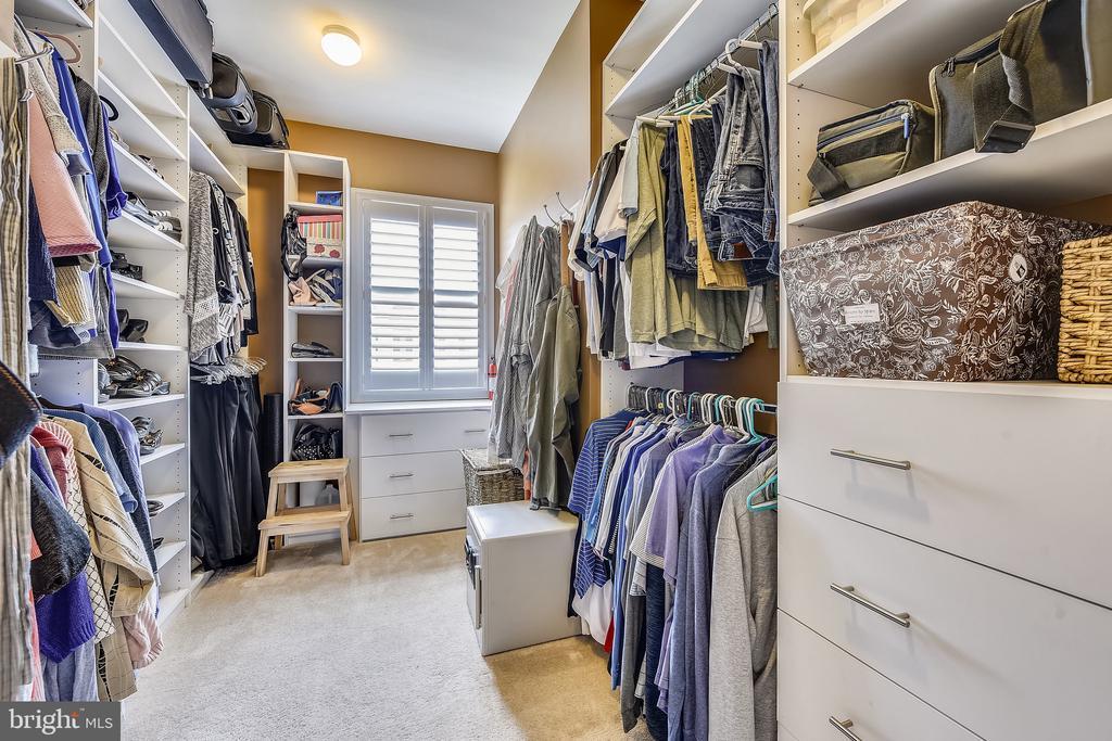 Closet Systems - 20736 JENNIFER ANN DR, ASHBURN