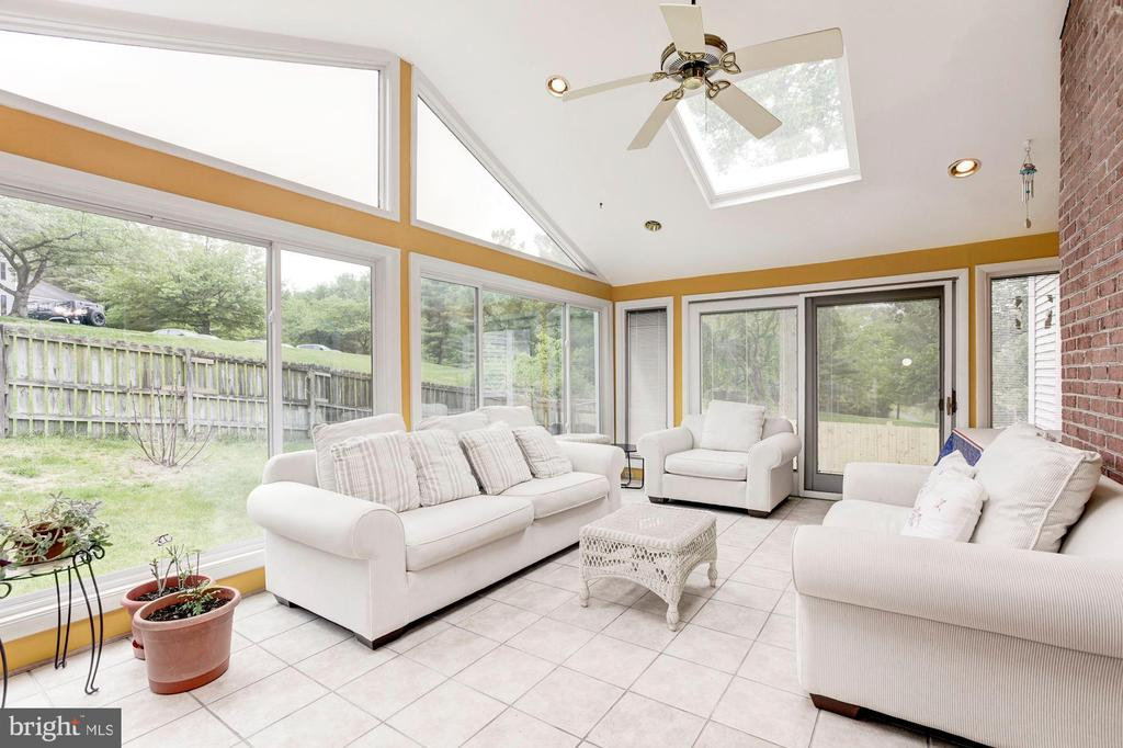 Temperature controlled Sunroom - 11329 CLASSICAL LN, SILVER SPRING