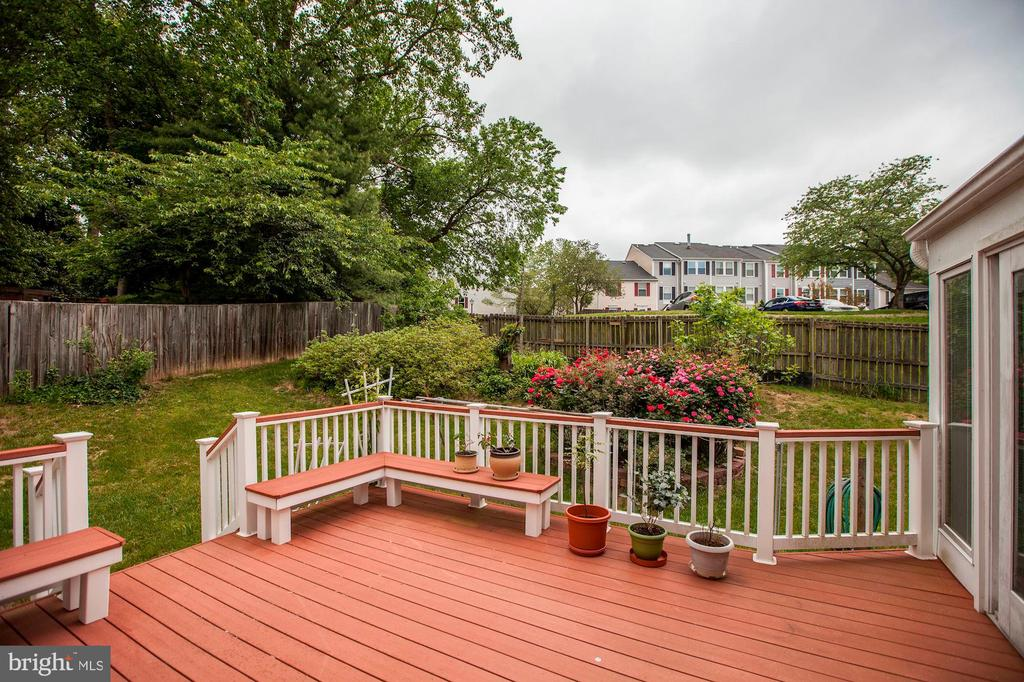 Beautiful trex deck w/tranquil view of rose garden - 11329 CLASSICAL LN, SILVER SPRING