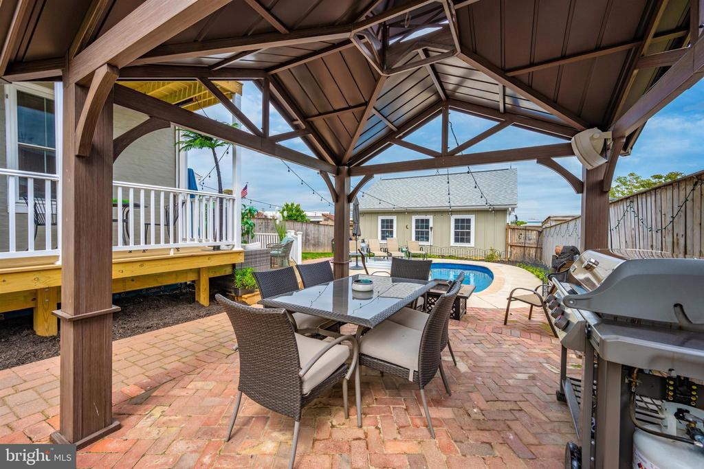 Gazebo. Brick patio. Swimming pool. - 18 N WISNER ST, FREDERICK